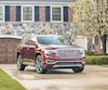 Moins massif qu'un Chevrolet Traverse ou un Buick Enclave, l'utilitaire de taille moyenne GMC Acadia a un format qui le rend particulièrement agréable à conduire, même dans un centre-ville congestionné.