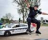 Des enfants présents au skateparc du parc du Patriote-Joseph-Vincent, à Longueuil, ont questionné Thierry Hinse-Fillion afin de savoir s'il était un «vrai policier».