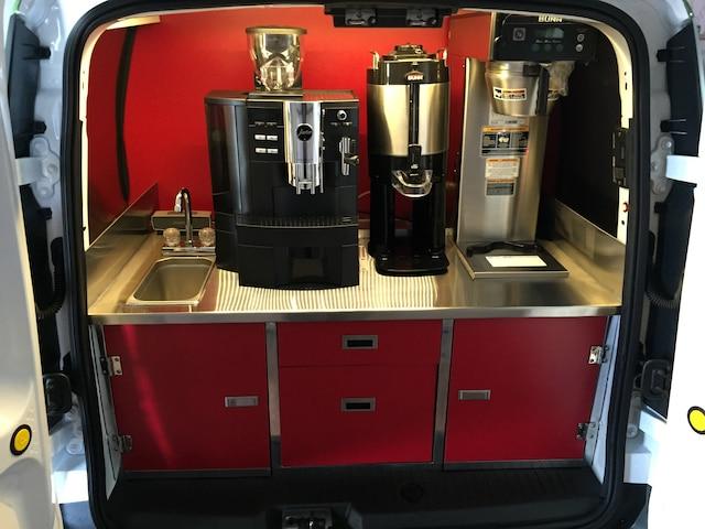 Certains camions n'ont pour vocation que de promouvoir les produits, comme ici, le café.