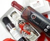 Le paquet cadeau de Rouge Maple comprend un chèque cadeau VIP pour un érable québécois, une bouteille de sirop d'érable organique, du beurre d'érable biologique et des croquants à l'érable et au chocolat belge.