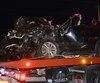 L'accident s'est produit vers 20 h 30 lorsque, pour une raison encore inconnue, un véhicule a dévié de sa voie pour venir frapper une voiture qui arrivait en sens inverse.