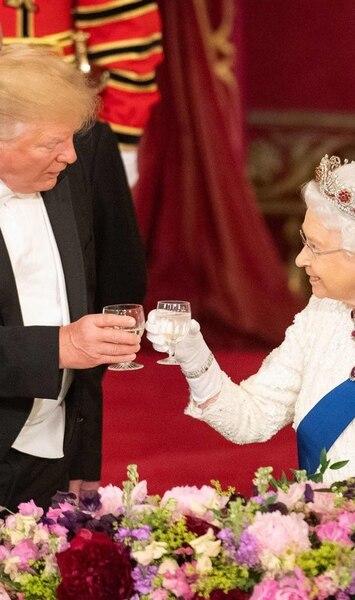 Voici comment se déroule un souper avec la reine