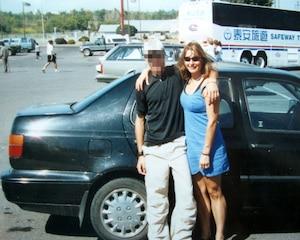 De nombreuses photos montrant l'ex-enseignante et son amoureux d'âge mineur ont été déposées en preuve.