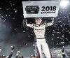 Louis-Philippe Dumoulin a célébré son deuxième championnat dans la Série NASCAR Pintys, samedi soir à Hamilton.