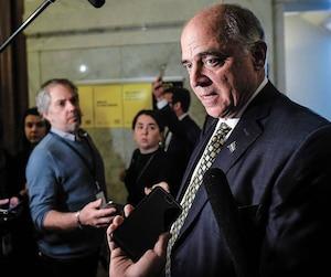 Le ministre Fitzgibbon, ici en mêlée de presse, à l'Assemblée nationale, promet plus de transparence de la part d'Investissement Québec en ce qui a trait aux retombées économiques.