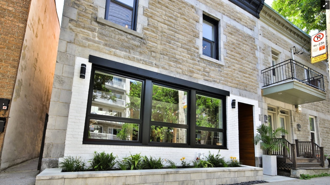 Une maison sur le Plateau avec spa et terrasse de rêve est à vendre ...
