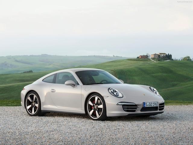 Pour commémorer le 50e anniversaire de la 911, le manufacturier allemand a produit une édition spéciale de son porte-étendard en 2013.
