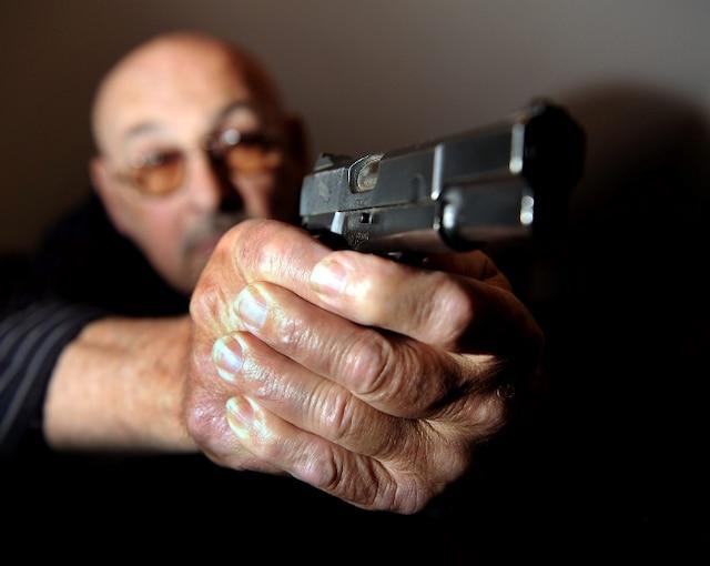 La gâchette facile, il a longtemps été armé d'une mitraillette modèle 1927, la même que les célèbres bandits de Chicago.