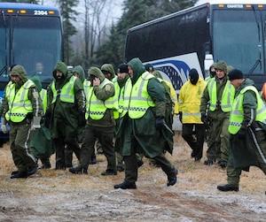 La pluie n'a pas dérangé les policiers dans leurs recherches. Au contraire, ils trouvent que dame Nature est de leur côté en retardant l'arrivée de la neige.