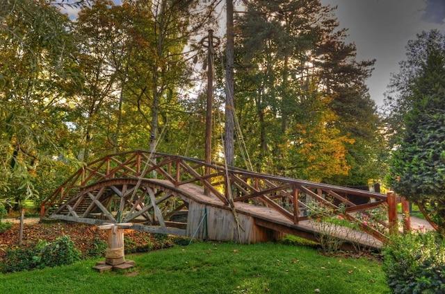 Le fameux pont tournant telqu'imaginé par Léonard de Vinci.