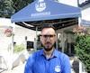 Alexander Meletakos, directeur marketing de la Poissonnerie La Mer, sur le boulevard René-Lévesque. La poissonerie est au coeur du circuit de la Formule E et sera lourdement affectée par la fermeture des rues pendant la course.