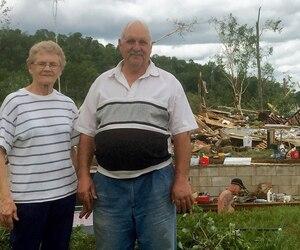Marie-Laure Bilodeau et son conjoint, Mario Rosa, ont vu leur maison s'envoler au-dessus de leur tête sous la force du vent.