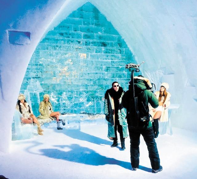 Daddy Yankee en pleine action à l'Hôtel de glace. En plus des quatre jeunes femmes recrutées par Yan Carter, le mannequin de Québec Valéry Morisset a hérité du rôle principal dans le vidéoclip.