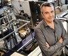 Pour le fondateur et président de Groupe Optel, Louis Roy, l'intelligence artificielle peut être d'une grande aide pour la société, surtout dans un contexte de pénurie de main-d'œuvre. M. Roy est photographié ici dans ses locaux de Québec, en 2016.
