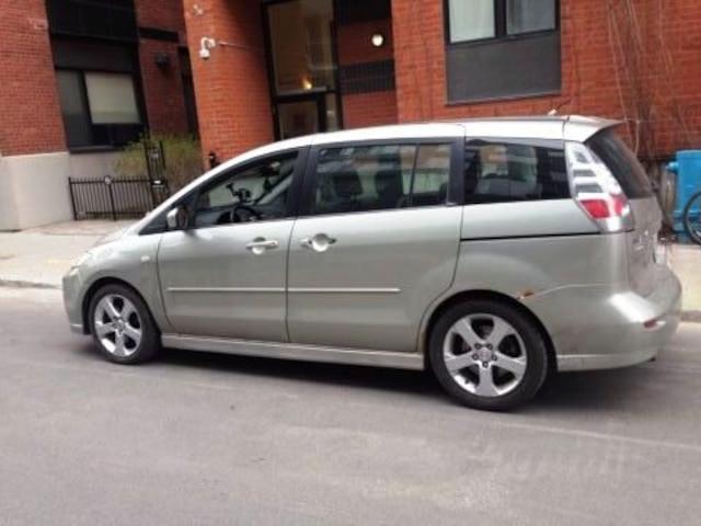 Si les minifourgonnettes conventionnelles sont trop grosses pour les besoins de la famille, les mini-minifourgonnettes seraient à considérer. Et la Mazda5 en est un bon exemple.