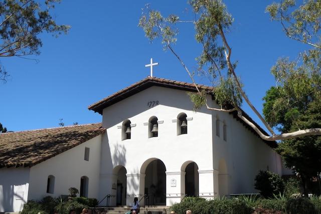 Tout au long de la route à El Camino Real , on découvre de jolies missions encore en activité comme celle de San Luis Obispo.