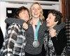 Laurie Blouin en compagnie de ses deux grand-mamans, Janine et Raymonde.