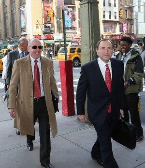 Les négociations impliquant entre autres le commissaire Gary Bettman (à droite) ont été parfois difficiles.
