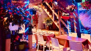 Une petite terrasse qui s'illumine le soir