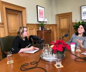 Emmanuelle Latraverse a rencontré la mairesse de Montréal, Valérie Plante, pour réaliser une entrevue pour QUB Radio.