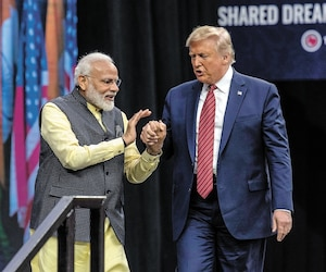 Le président Donald Trump en compagnie du premier ministre indien Narendra Modi, hier, lors d'un rassemblement à Houston.