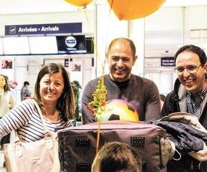 Une photo prise à l'aéroport, à l'arrivée de la famille Ateia au Québec, le 27 avril dernier. La famille Ateia est accompagnée de Mohammed El Mernissi, le traducteur dans le comité de parrainage Syrie-Matanie.