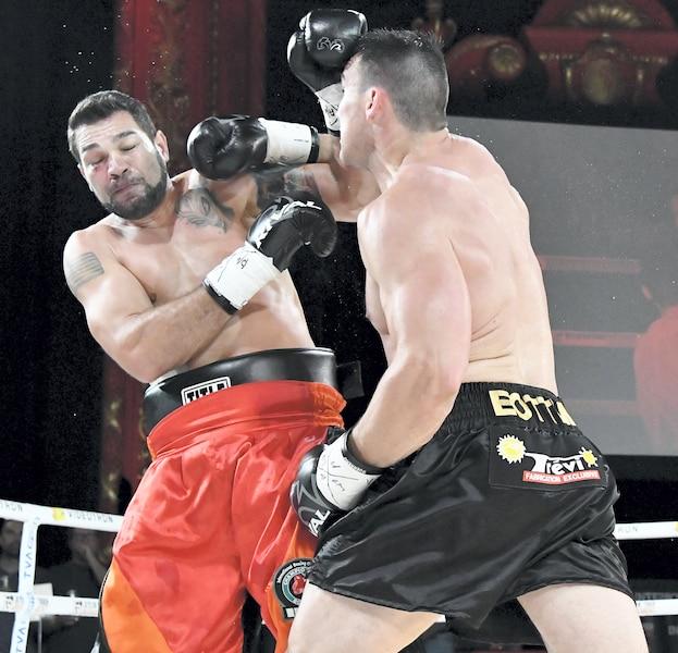 Simon Kean a passé le knock-out à son adversaire en le démolissant au cinquième round.