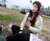 L'Ontarienne Angel Ashurst, une militante procannabis, pourra fumer du pot dans des lieux publics au Québec, où l'âge légal pour en consommer sera de 18 ans.