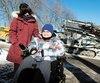 Cloué à son fauteuil motorisé, Kevin Marleau, accompagné de sa mère Chantal Picard, craint de basculer devant sa maison à Laval depuis le début des travaux d'aqueduc, qui rendent la chaussée dangereuse. L'ado de 16 ans n'est allé à l'école que quatre fois depuisun mois.
