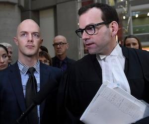 Simon Beaulieu et son avocat Maxime Roy après le verdict