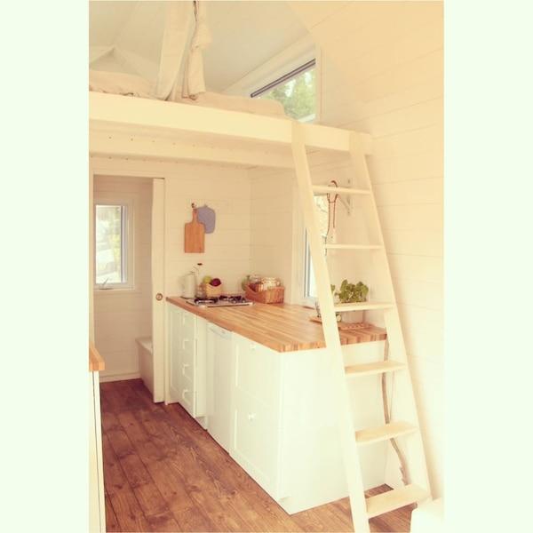 Un int rieur fascinant pour cette micro maison install e for Interieur original maison