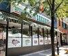 Le supermarché Sakaris, situé sur le boulevard Saint-Laurent, a écopé de2400$d'amendes enavril.