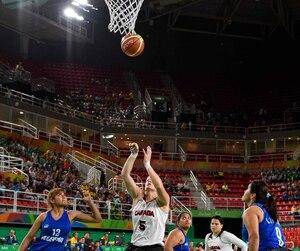 «Nous avons fait jouer tout le monde afin de pratiquer nos jeux en vue des prochains matchs», a indiqué la Québécoise Cindy Ouellet, co-capitaine de l'unifolié aux côtés de la Britanno-Colombienne Janet McLachlan.