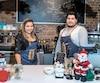 Lorena Meneses et son frère Jorge dans leur café appelé Mareiwa, à Saint-Hyacinthe.