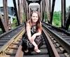 Julie Gosselin, atteinte d'une maladie orpheline, au centre-ville de Sherbrooke le 6 août 2019.