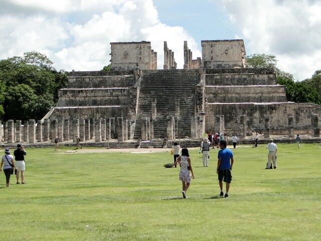 Les ruines du Temple des guerriers à Chichen Itza, au Mexique.