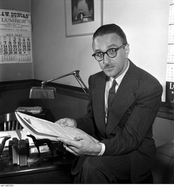 L'avocat de la police Pacifique «Pax» Plante, en 1947 qui a mené une lutte sans merci contre la corruption.