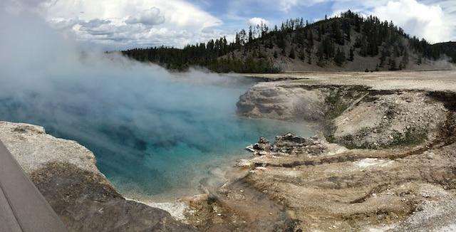 La forte odeur de soufre qui flotte ne vous empêchera pas de contempler les couleurs des geysers.