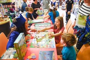 La série de 15 jeux intitulée Placote a déjà charmé les nombreux parents et tout-petits qui s'étaient déplacés pour le lancement.
