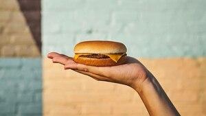 Image principale de l'article Des cheeseburgers gratuits chez McDo ce mois-ci