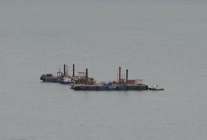 Les tests en vue de construire un terminal pétrolier au large de Cacouna ont pris fin brusquement mardi alors que la Cour supérieure a ordonné l'arrêt des travaux jusqu'à la mi-octobre.