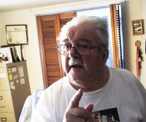 Hauris Lalancette lutte depuis les années 1960 pour développer l'agriculture dans le nord de l'Abitibi. Il est le dernier colon à habiter dans son rang.