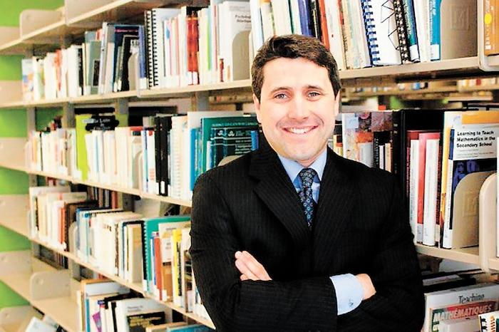 Sur le statut politique du Québec, l'avenir du mouvement souverainiste etle rapport de force avec Ottawa, Jean-François Simard pose des questions que Legault tente de fuir.