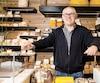 Franck Hénot dans la fromagerie Bleu et Persillé qu'il a fondée en 2015.
