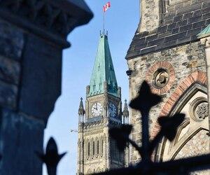 Photo du Parlement sur la colline parlementaire
