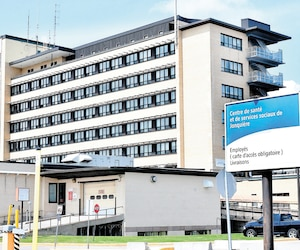 Le Syndicat des professionnelles en soins du Saguenay–Lac-Saint-Jean se trouve dans une position délicate, soit celle de représenter la fausse infirmière qui a travaillé pendant 20 ans à l'hôpital de Jonquière et l'infirmière dont l'identité a été usurpée.