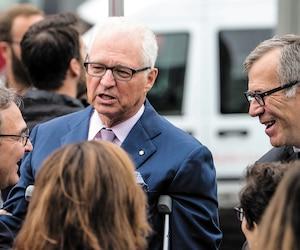 Le montant de la transaction entre les Desmarais et Martin Cauchon, un ami de la famille, n'a jamais été révélé. Ci-dessus, Martin Cauchon, André Desmarais et Guy Crevier (éditeur de La Presse +), lors d'un point de presse, en septembre 2017, à Montréal.