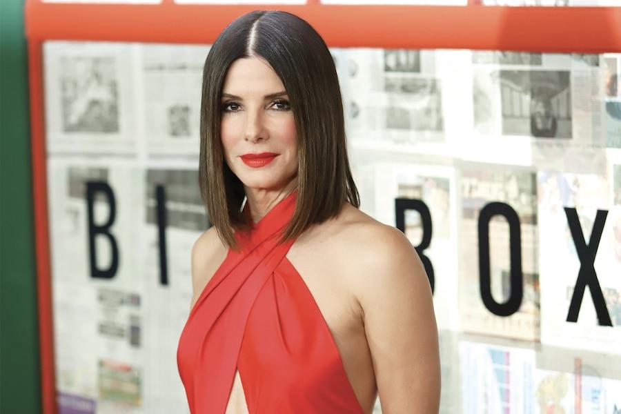 L'acteur songerait à adopter et aurait consulté sa bonne amie Sandra Bullock, qui est maman de deux enfants adoptifs.