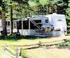 Le camping saisonnier est de plus en plus pratiqué au Québec. Il permet d'avoir sa résidence d'été sur un camping tout en ayant la possibilité, contrairement à un chalet, de pouvoir la déplacer au besoin.