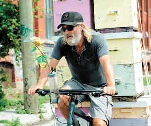 Roy Dupuis dans une scène du film <i>Les fleurs oubliées</i>, 15e long métrage du cinéaste André Forcier.